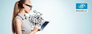 Frau mit Tablet für Essilor TV Kampagne